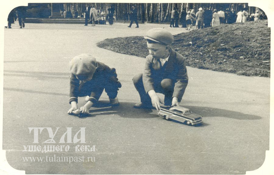 1960-е. Дети в ЦПКиО (ныне Белоусовский парк)