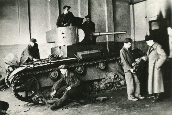 Ремонт танка на заводе Штамп. Из цеха - сразу на передовую
